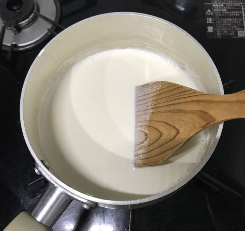 place whippiing cream in a saucepan